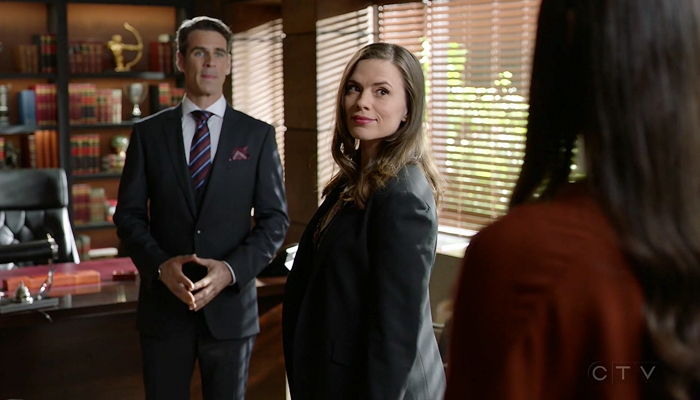 Conviction 1x08 Hayes exige que Wallace diga a verdade