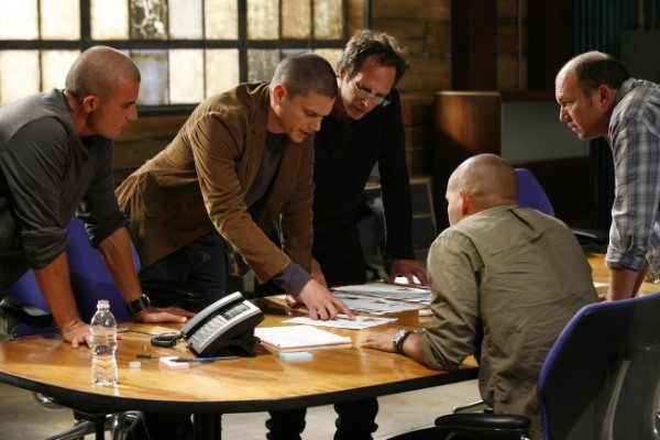 "PRISON BREAK: The gang is back on the two-hour Season Four premiere episode of PRISON BREAK (""Scylla/Breaking and Entering"") airing Monday, Sept. 1 (8:00-10:00 PM ET/PT) on FOX. Pictured L-R: Dominic Purcell, Wentworth Miller, William Fichtner, Amaury Nolasco and Wade Williams. ©2008 Fox Broadcasting Co. Cr: Greg Gayne/FOX"