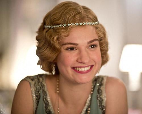 Lily James volta a Downton Abbey