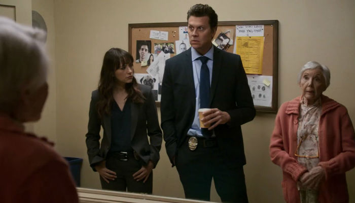 Angie-Tribeca-1x03-Jay-Angie-Cold