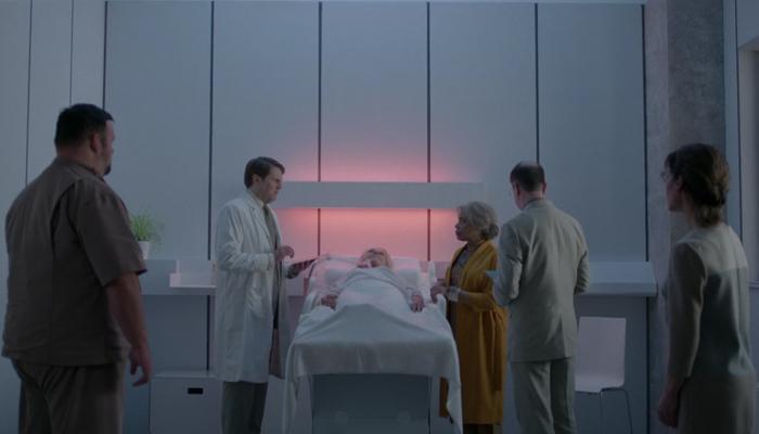 Black Mirror 3x04 Kelly autoriza a eutanásia de Yorkie