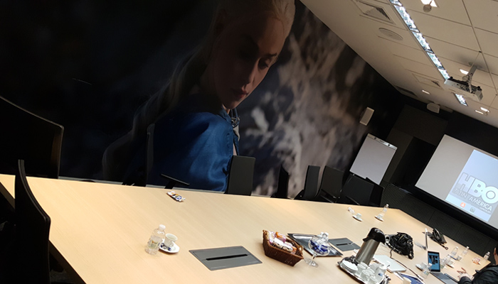 Divorce - Daenerys te despresa - sala de reuniões da HBO