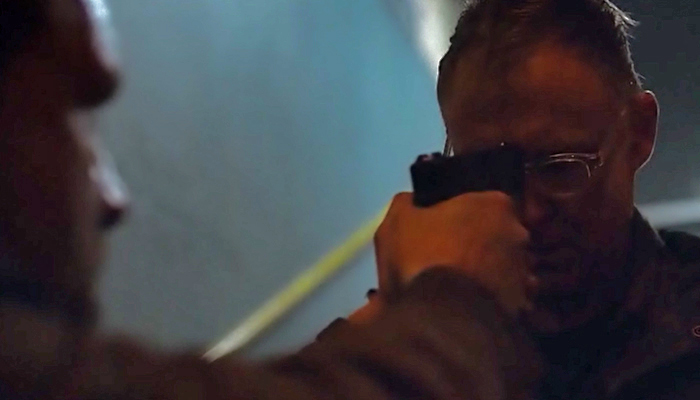 Van Helsing 1x07 Flesh se oferece para que John acabe com sua vida
