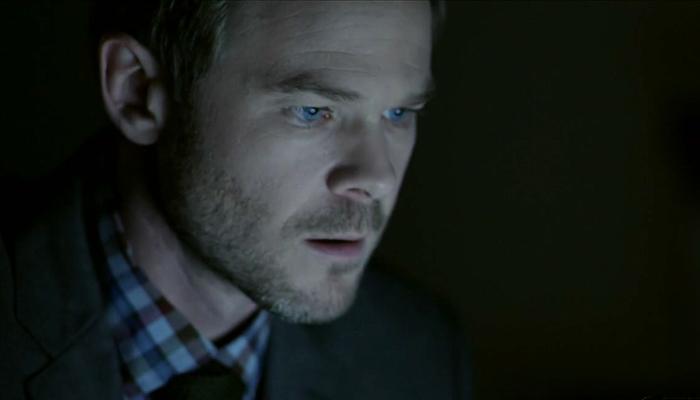 Conviction 1x07 Sam invade o notebook de Paul